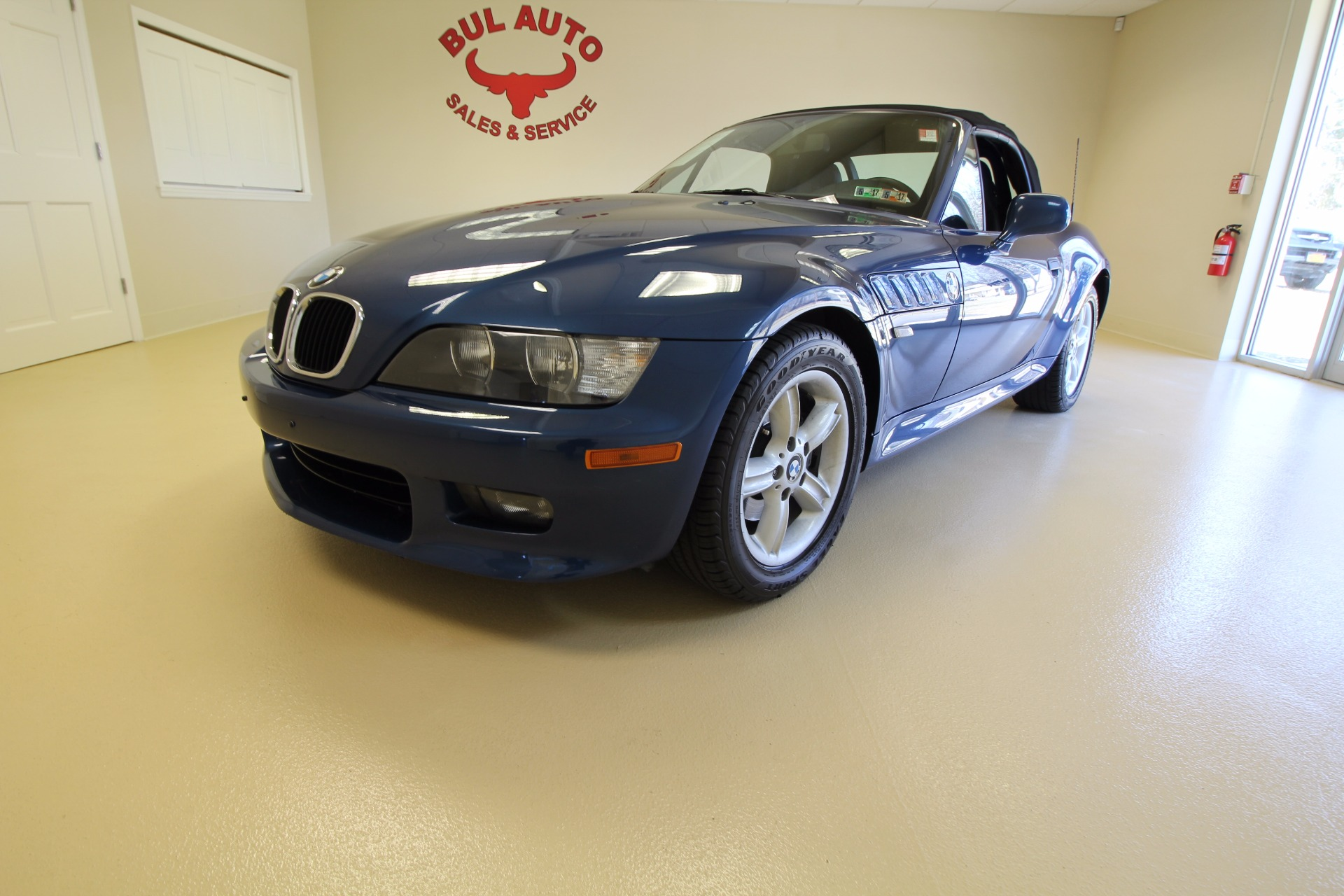 case analysis bmw z3 roadster The case deals with the launch, of the now infamous bmw z3 roadster, a car that revolutionized and rejuvenated the boring american motor industry back in the mid 1990's the case talks about the successful first phase launch of this new drop top beauty.