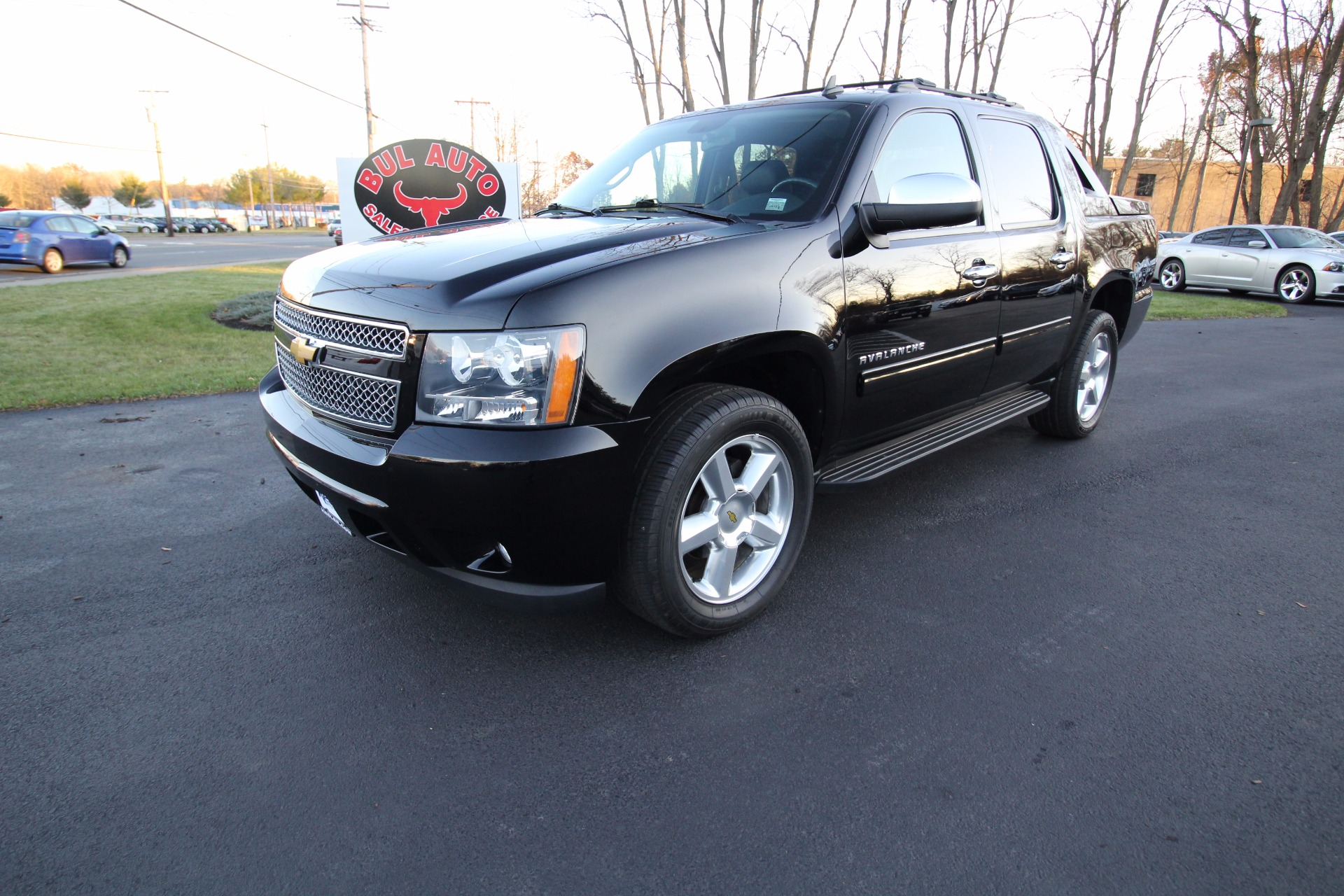 2013 chevrolet avalanche lt 4wd black diamond edition stock 17231 for sale near albany ny. Black Bedroom Furniture Sets. Home Design Ideas