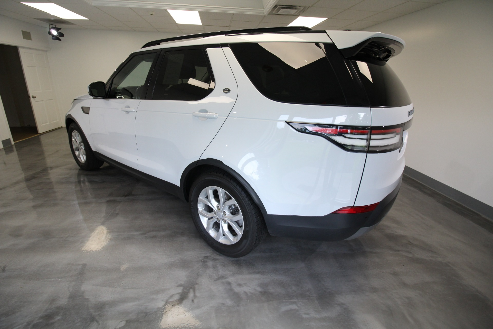 Used 2017 Land Rover Discovery SE LOW MILES SUPER CLEAN AND NICE 3RD ROW | Albany, NY