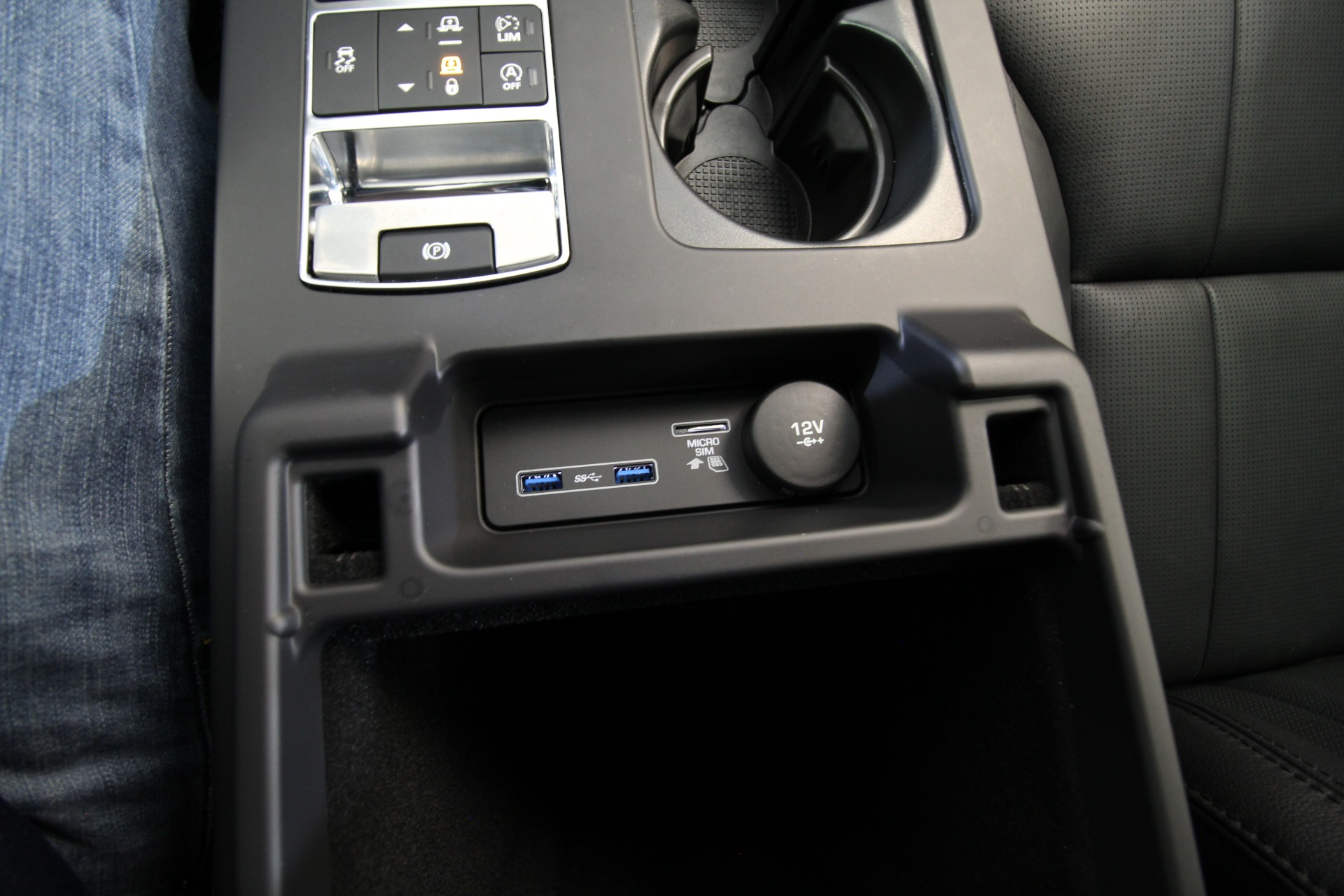 Used 2018 Land Rover Discovery SE LOADED WITH OPTIONS 3RD ROW SEAT | Albany, NY