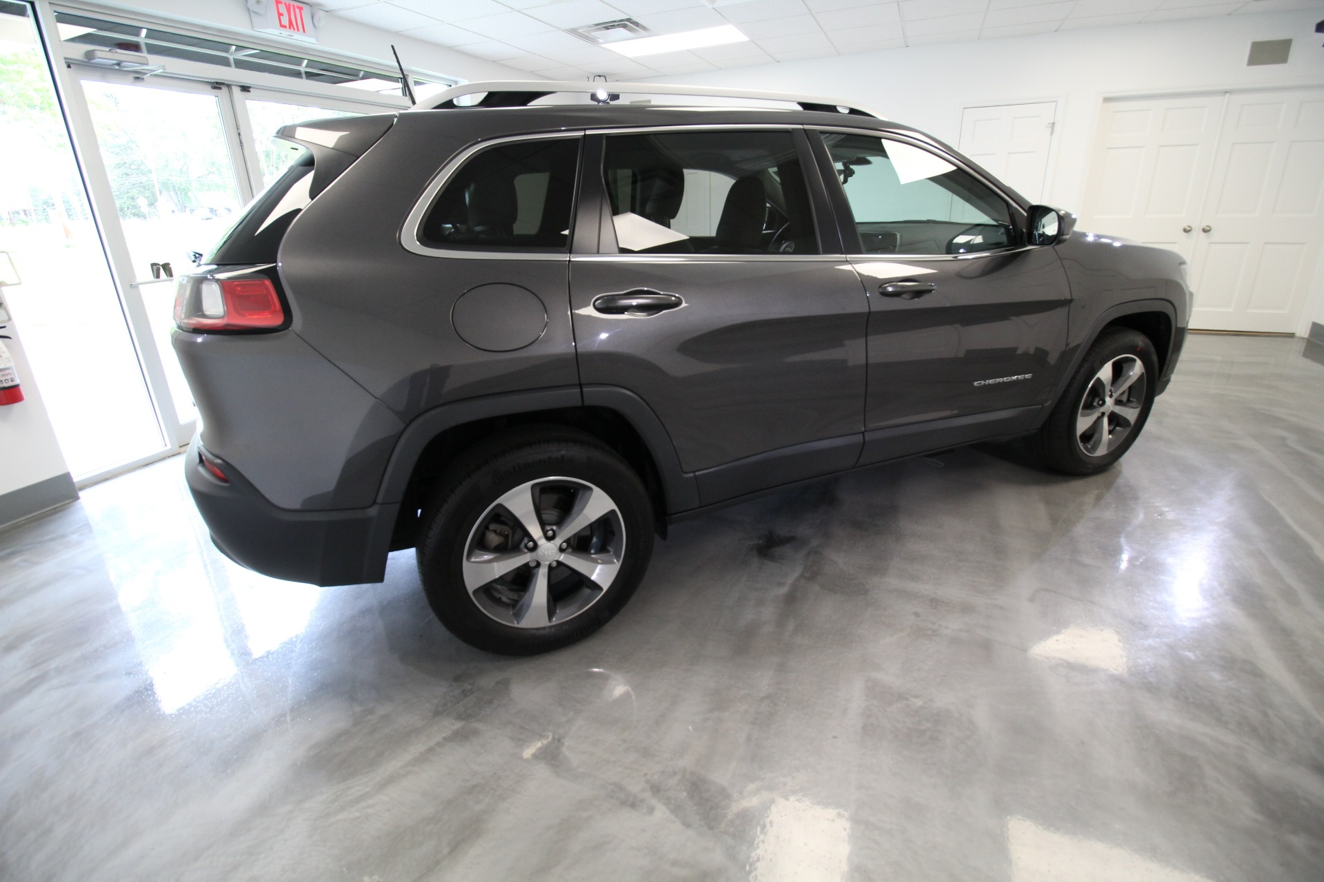 Used 2019 Jeep Cherokee Limited 4WD VERY CLEAN AND VERY WELL EQUIPPED   Albany, NY