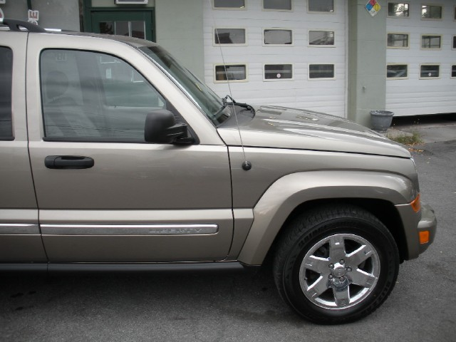 Used 2006 Jeep Liberty Limited 4WD 4x4 LOADED LEATHER,SUNROOF,HEATED SEATS,CHROME WHEELS,SUPER CLE | Albany, NY