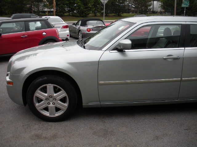 Used 2006 Chrysler 300 Touring AWD,ALL WHEEL DRIVE,SUPER NICE AND CLEAN,LEATHER,HEATED SEATS,SUNRO | Albany, NY