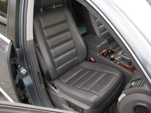 Used 2005 Volkswagen Touareg V6 4MOTION AWD,LEATHER,SUNROOF,2 SETS OF WHEELS AND TIRES   Albany, NY