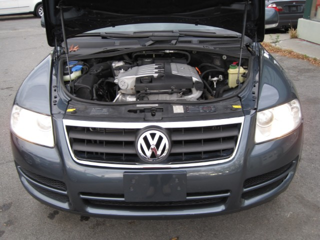 2005 Volkswagen Touareg V6 4MOTION AWD,LEATHER,SUNROOF,2 SETS OF WHEELS AND TIRES Stock # 13230 ...