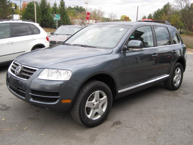 Used 2005 Volkswagen Touareg V6 4MOTION AWD,LEATHER,SUNROOF,2 SETS OF WHEELS AND TIRES | Albany, NY