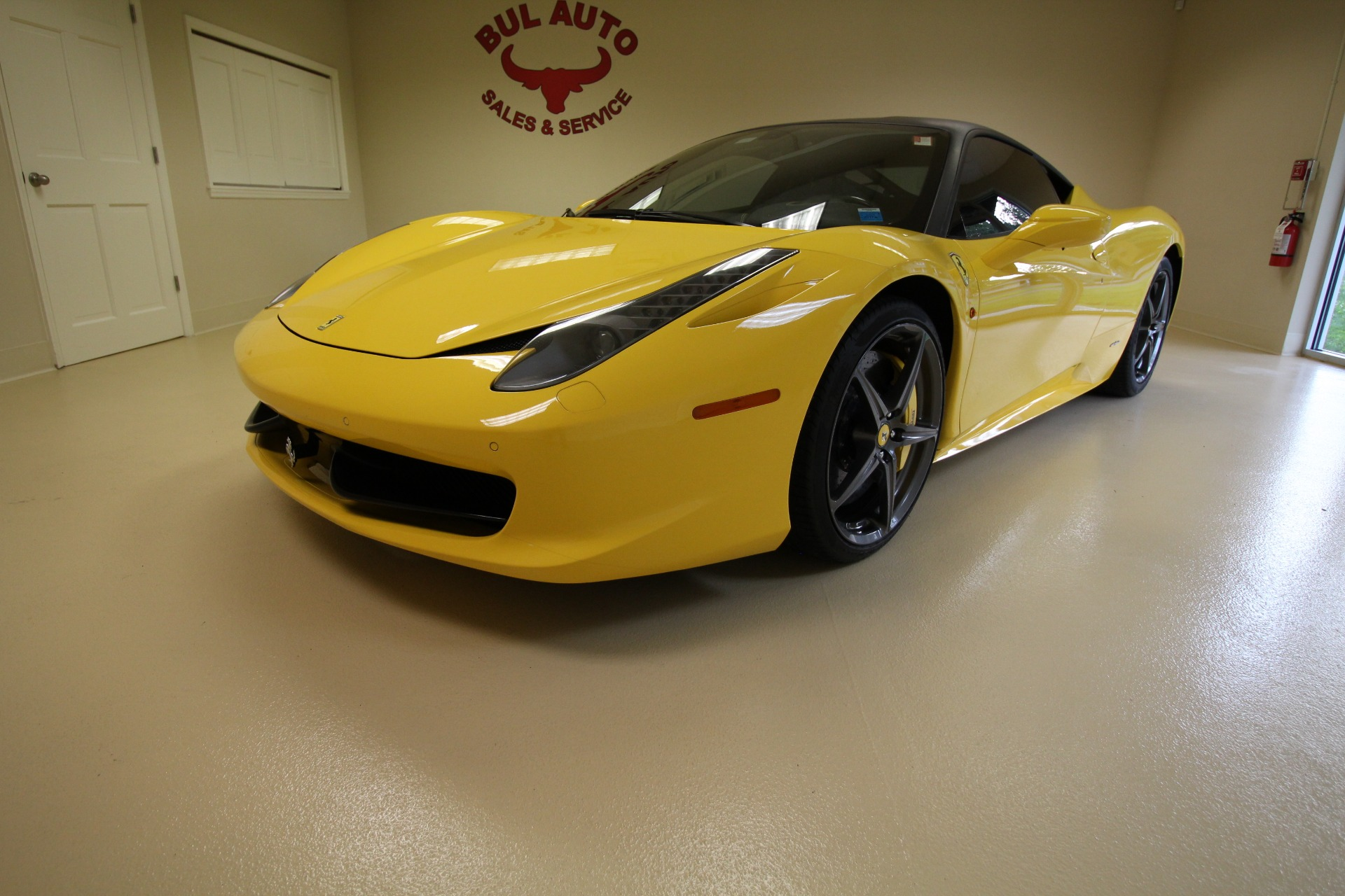 2011 ferrari 458 italia seriously loaded car msrp was 302000
