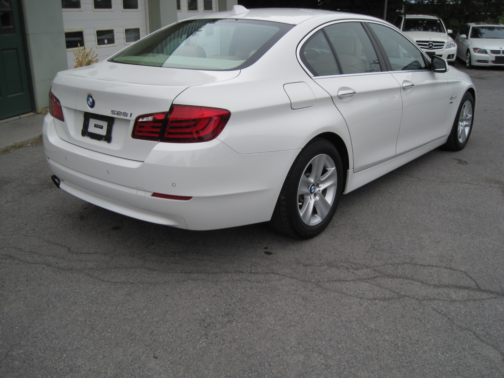 2012 bmw 5 series 528i xdrive white on beige navigation. Black Bedroom Furniture Sets. Home Design Ideas