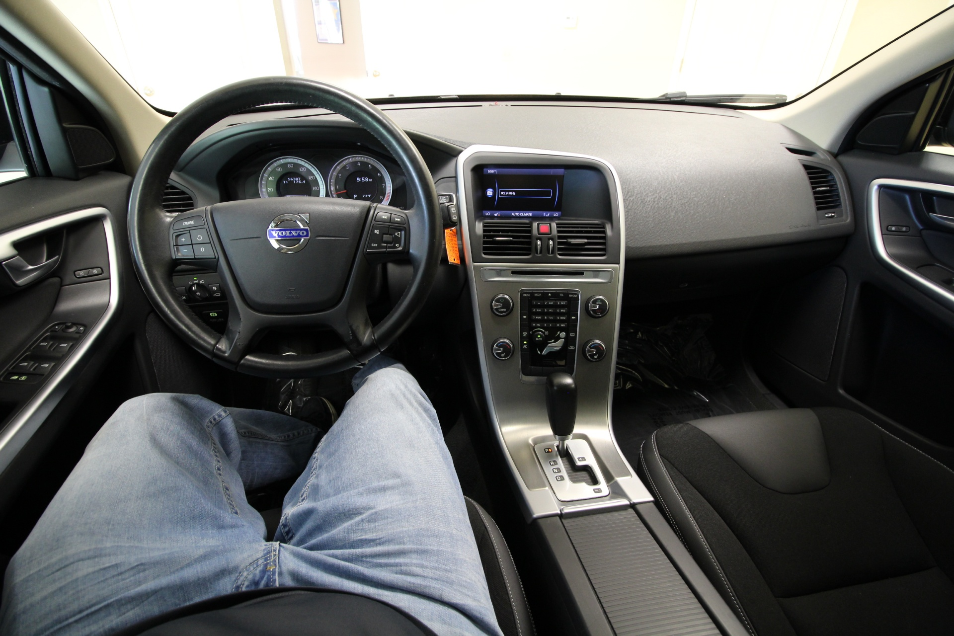 cross photo reviews all ny new dealers safety price volvo wheel sedan photos drive country