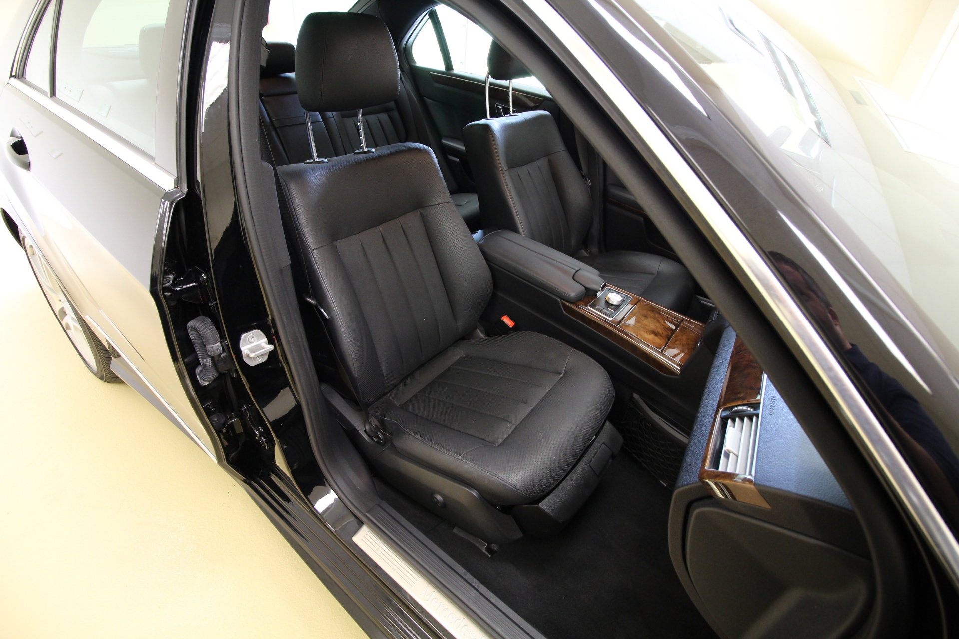 Mercedes-Benz E-Class: Cleaning the seat covers